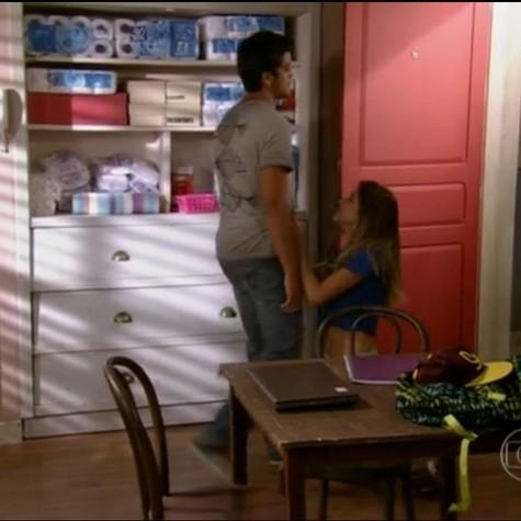 Cena em que Bruno (Rodrigo Simas) termina o namoro com Fatinha (Juliana Paiva) (Foto: Reprodução da internet)