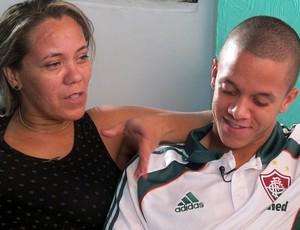 marcos junior fluminense ao lado da mãe (Foto: Rafael Cavalieri / Globoesporte.com)