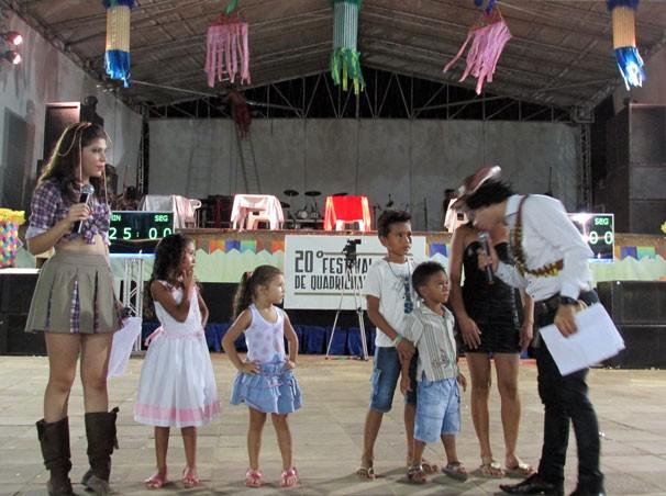 Crianças dançam ritmos juninos e disputam brindes no Festival Clube de Quadrilhas (Foto: Katylenin França/TV Clube)