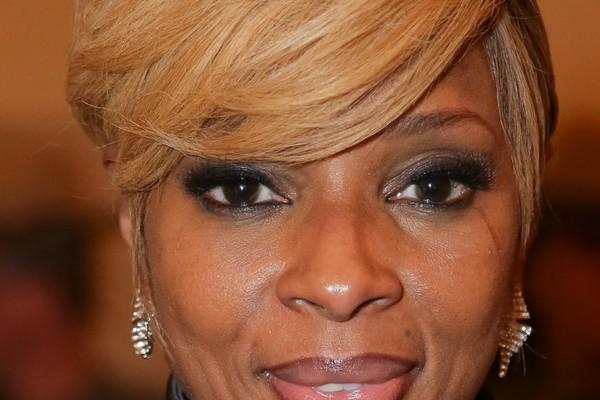 Mary J. Blige: A cantora e seu marido enfrenttam um processo por deverem mais de 3,4 milhões de dólares para a Receita norte-americana. Além disso, a fundação beneficente que mantém deve 250 mil dólares em empréstimos captados. (Foto: Getty Images)