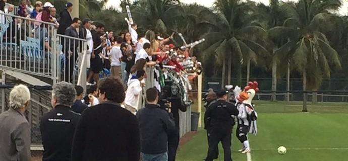 Torcida do Atlético-MG no treino (Foto: Fernando Martins Y Miguel)