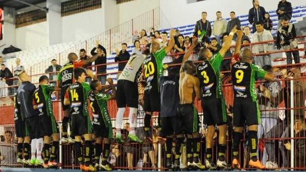 Brusque comemoração acesso (Foto: Marcio Costódio/Rádio Cidade)