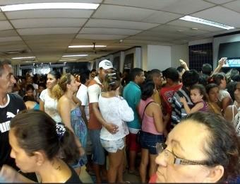 Lotação na agência da caixa do bairro parangaba (Foto: TV Verdes Mares/Reprodução)