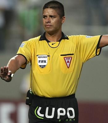 árbitro Francisco Carlos do Nascimento américa-MG e atlético-MG  (Foto: Carlos Roberto / Agência Gazeta Press)