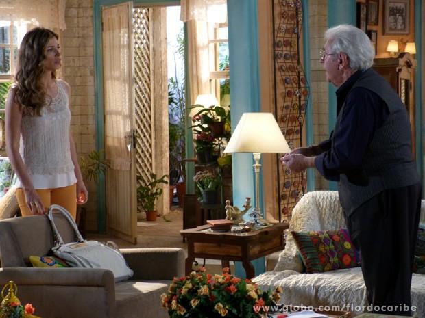 Ester ouve a conversa e seu pai conta toda verdade sobre Dionísio (Foto: Flor do Caribe / TV Globo)