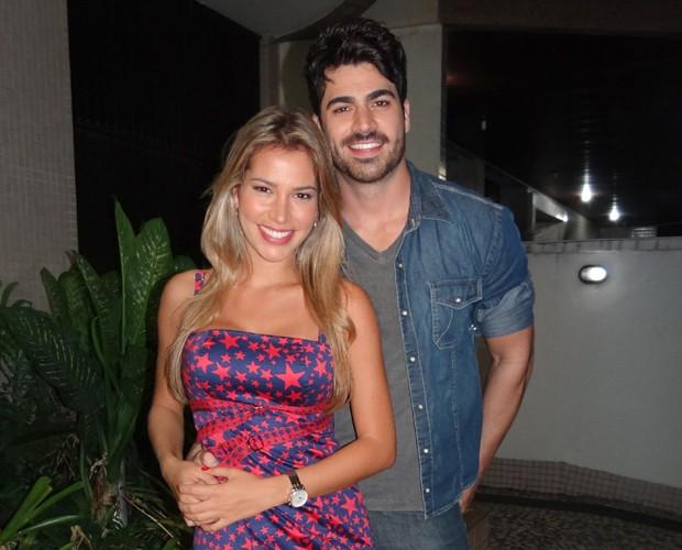 Rodrigão e Adriana participam do quadro Entregação (Foto: Domingão do Faustão / TV Globo)