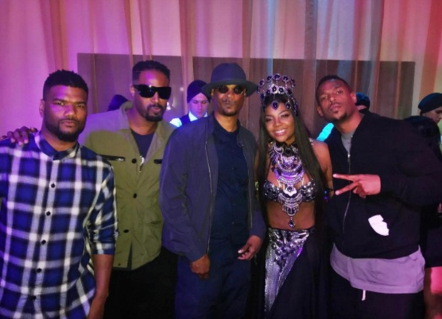 Ludmilla posa com os atores Shawn, Damon e Marlon Wayans, e amigo dos atores (esq) (Foto: Reprodução/Instagram)