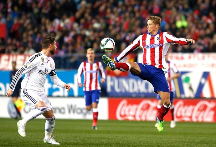 Fernando Torres e Sergio Ramos, Atlético de Madrid X Real Madrid (Foto: Agência Reutes)