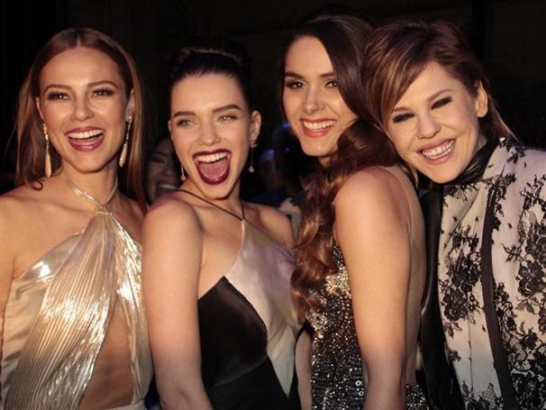 As belas Paolla Oliveira, Bruna Linzmeyer, Fernanda Machado e Bárbara Paz (Foto: Miriam Paço/ TV Globo)