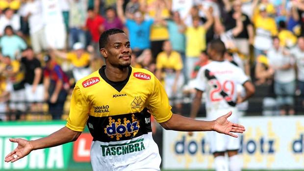 Lins comemoração Criciúma contra o Vasco (Foto: Fernando Ribeiro / Agência Estado)