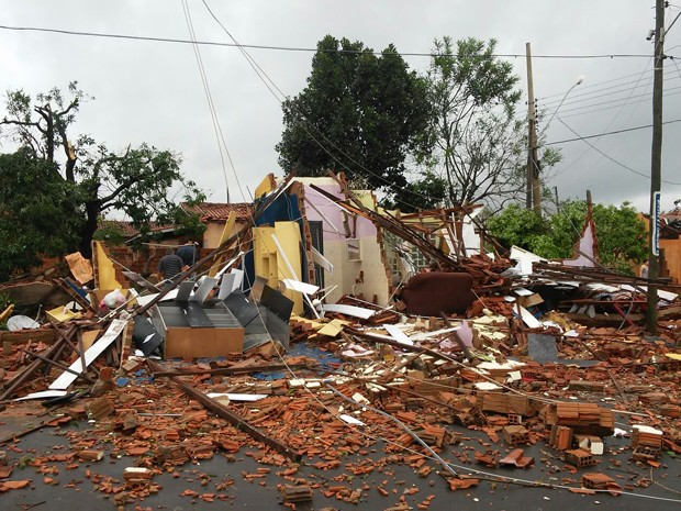 Cidade foi atingida por forte chuva nesta quinta (10) (Foto: Emerson Rodrigues/Panorama Notícias/Cedida)