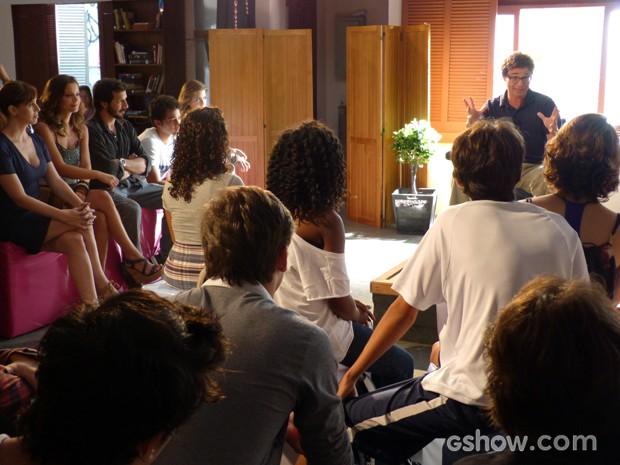 Todos muito atentos a palestra de Jairo (Foto: Malhação / TV Globo)