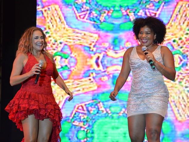Daniela Mercury e Margareth Menezes em show em Salvador, na Bahia (Foto: Felipe Souto Maior/ Ag. News)