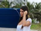 Kim Kardashian faz ensaio de maiô e exibe corpo mais cheinho