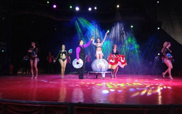 Apresentação de mágica no Mirage Circus (Foto: Celso Kato/TV Amapá)