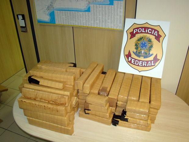 Droga encontrada com sergipano foi apreendida e pesada na sede da Polícia Federal, em Natal (Foto: Divulgação/Polícia Federal do RN)