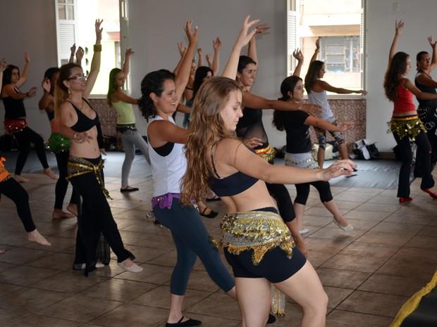 Alunas participam de workshop de dança do ventre em Varginha. (Foto  Tiago  Campos 5f0ad74e59