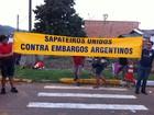 Sapateiros do Vale do Sinos fazem ato para chamar atenção de Dilma no RS