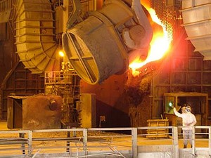 Usiminas espera exportar 8 milhões de toneladas em 2015
