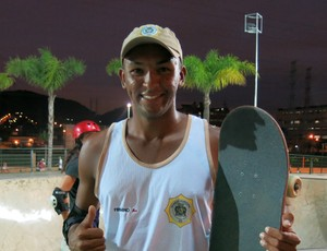 Daniel Firmino skate guarda municipal parque de Madureira (Foto: Ana Carolina Fontes)