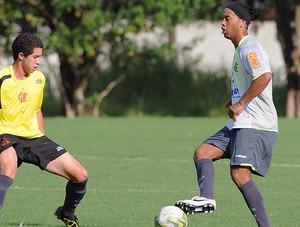 Ronaldinho no treino do Flamengo marcado por Quiroga (Foto: Alexandre Vidal / Fla Imagem)