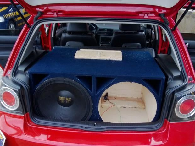 Munição estava sendo transportada dentro da caixa de som (Foto: Magno Wendel/TV Asa Branca)