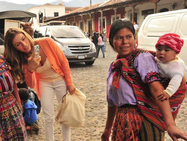Grazi Massafera viajou com a equipe para a Guatemala para gravar cenas de sua personagem em Flor do Caribe (Foto: João Miguel Jr./ TV Globo)