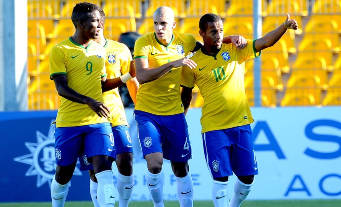 Ademilson comemoração Brasil e França final sub-21 (Foto: Getty Images)
