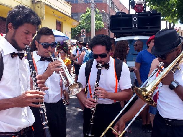 09.02 - Olha o naipe de metais ai do Magnólia! É o jazz folia em BH! (Foto: Thaís Pimentel/ G1)