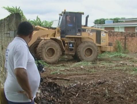 Para minimizar a proliferação do mosquito, uma ação de limpeza foi intensificada na cidade (Foto: Bom dia Amazônia)