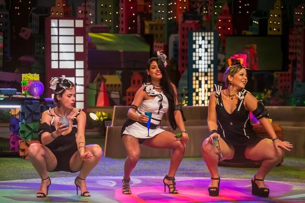 Sisters dançando muito em uma das festas do BBB 16 (Foto: Globo/Paulo Belote)