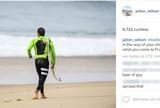 Julian Wilson faz piada ao postar foto de naturista na praia da etapa francesa
