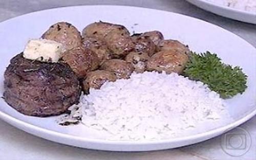 Medalhão de Carne Com Molho de Ervas de Provence