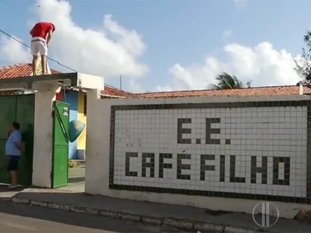 Escola fica nas Rocas, Zona Leste de Natal (Foto: Reprodução/Inter TV Cabugi)