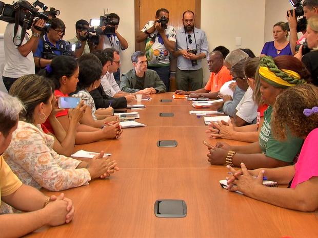 Sem acordo, servidores da Educação se reuniram com o governo na última semana (Foto: Reprodução/TVCA)