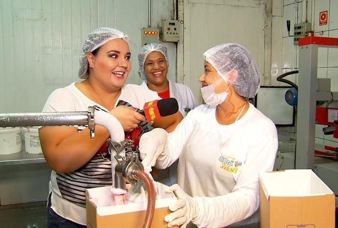 Já pensou que tentação trabalhar numa fábrica de sorvetes? (Foto: De Ponta a Ponta / TV TEM)