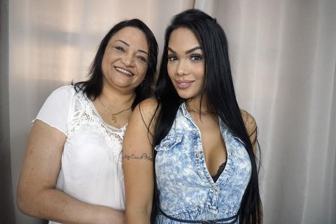 Mayara e a mãe (Foto: João Mello/Gshow)