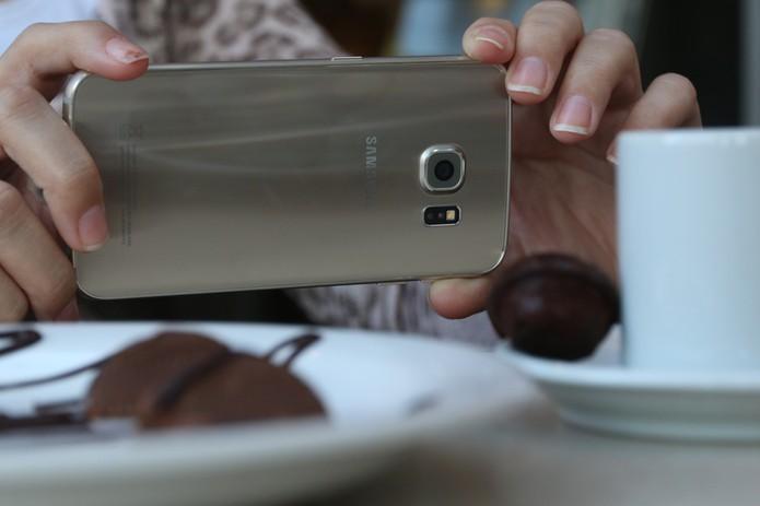 Detalhe da câmera do Galaxy S6 Edge (Foto: Lucas Mendes/TechTudo)