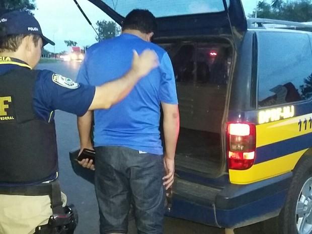 Condutor apresentou CNH falsa (Foto: PRF/Divulgação)