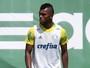 Borja tem contrato regularizado e fica próximo de estreia pelo Palmeiras