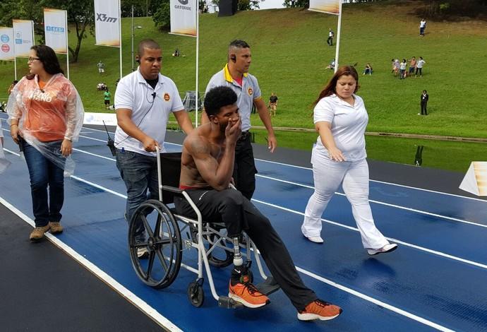 Richard Browne - lesão no aquecimento - Gatlin Contra o Tempo atletismo (Foto: Helena Rebello)
