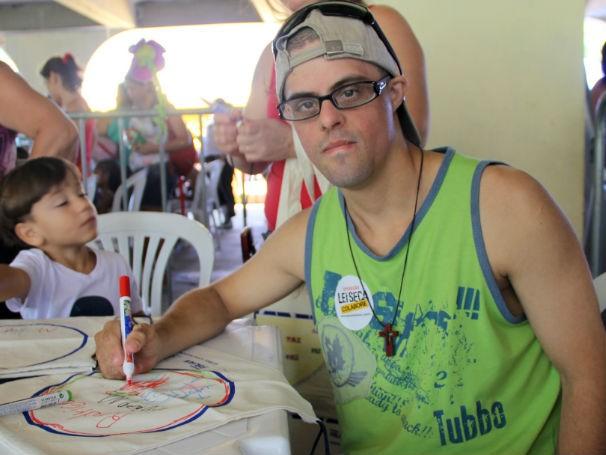 Mãe de Rodrigo foi buscá-lo em casa para participar da Ação Global (Foto: Divulgação / Paula Gabrielle)