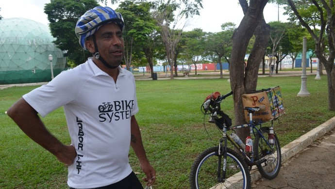 Ciclista passa por Vilhena (Foto: Lauane Sena)