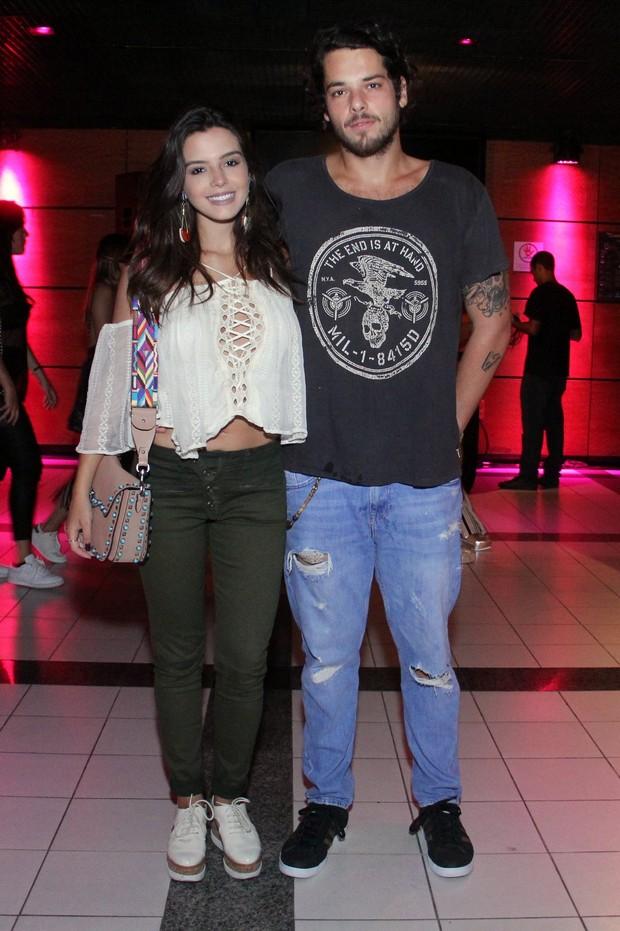 Giovanna Lancellotti com o namorado (Foto: Wallace Barbosa / AgNews)