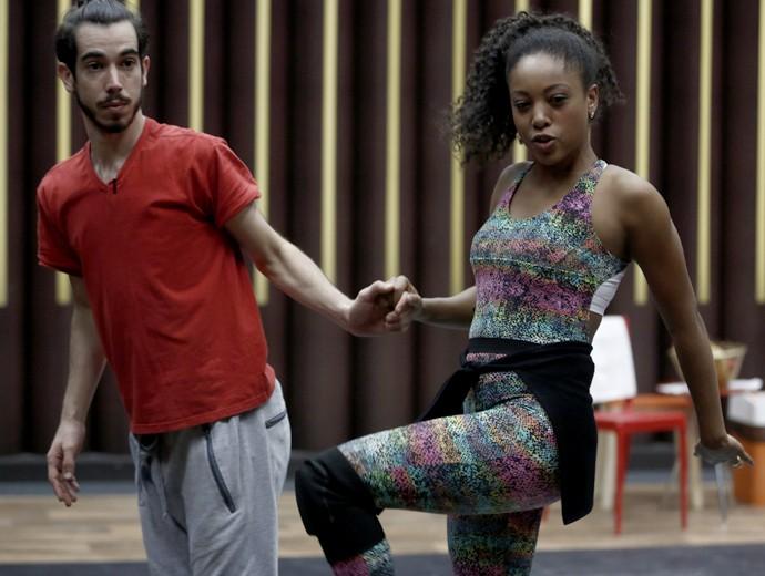 Negra Li treina focada para pegar coreografia (Foto: Inácio Moraes/ Gshow)