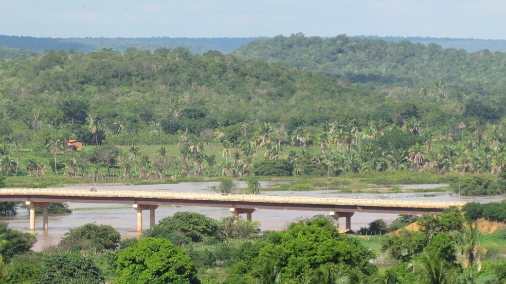 Polícia faz buscas no rio Parnaíba para encontrar corpo da vítima (Foto: Jaillton Silva/ Portal Uruçuí)