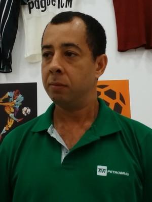 William Oliveira cedeu as camisas para a mostra (Foto: Reprodução/Central do Capixabão)