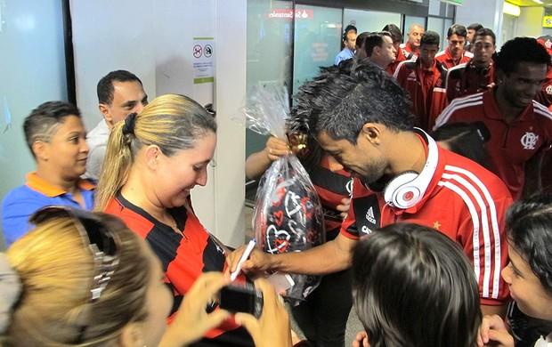 Leo Moura chegada Flamengo Brasília (Foto: Richard Souza)