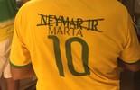 Virou moda: torcedores em Manaus trocam Neymar por Marta em camisa (Isabella Pina)