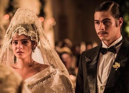 Santo surpreende Tereza no dia do casamento com Carlos Eduardo